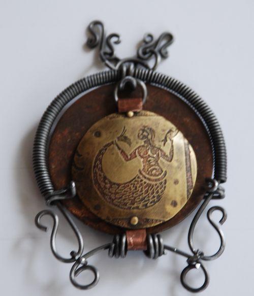 Artfest hinged locket closed